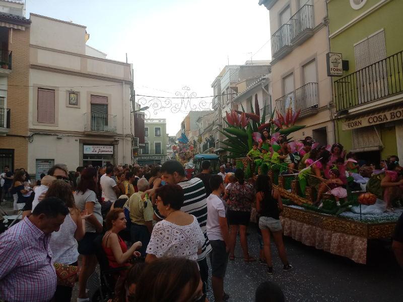 La Cavalcada de la Puríssima recorre els carrers del Raval