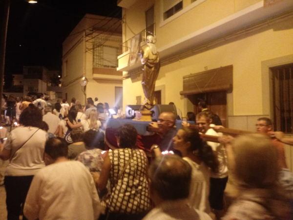 Multitudinari Rosari Blau pels carrers del Raval