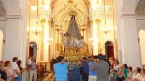 Subida de la Purísima a su capilla tras la restauración de su trono-anda